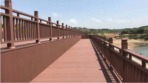 常州湖边塑木栏杆施工案例