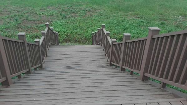 户外塑木楼梯施工完成案例