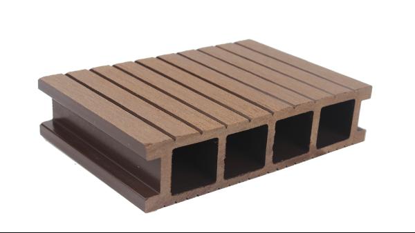 木屋与塑木地板结合,凸显自然气息!