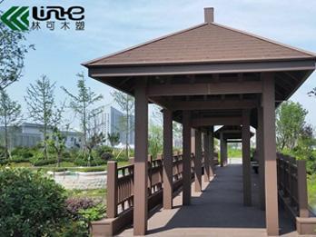 泰州新世界广场使用塑木材料成功完成仿古廊桥工程